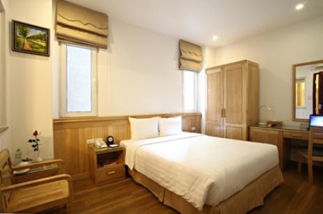 bluehotelroom (1)