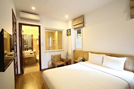 bluehotelroom (2)